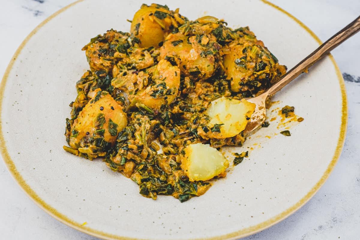 Saag Aloo (Spinach & Potato Curry)